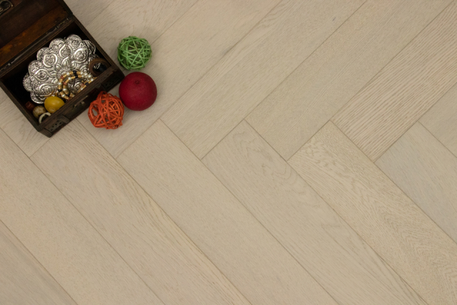 Natural Engineered Flooring Oak Herringbone Pearl Brushed UV Lacquered 15/4mm By 90mm By 600mm FL2915 0