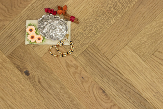 Natural Engineered Flooring Oak Herringbone Scotch W Brushed UV Matt Lacquered 13/4mm By 90mm By 600mm FL4041 0